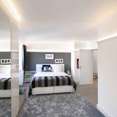 Moderne villa bij Antwerpen Moderne slaapkamers van Marcotte Style Modern Kunststof