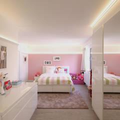 Moderne villa bij Antwerpen Moderne slaapkamers van Marcotte Style Modern Glas