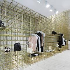 Comite Apparel: Oficinas y Tiendas de estilo  por T + T arquitectos,