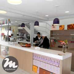 Le Chef Gatô: Espaços gastronômicos  por Mari Furuta Arquitetura & Design,