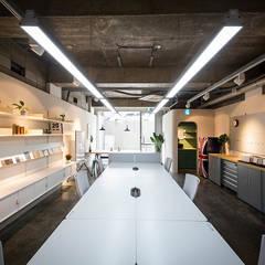 므나 디자인 스튜디오 사무실| Office by 므나 디자인 스튜디오 모던