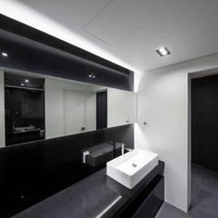하남 빌라| Residence: 므나 디자인 스튜디오의  욕실,모던