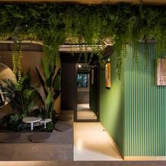 마담주| Retail: 므나 디자인 스튜디오의  상업 공간,인더스트리얼