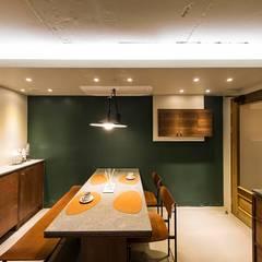 용인 수지구 U 아파트| Residence: 므나 디자인 스튜디오의  주방,모던