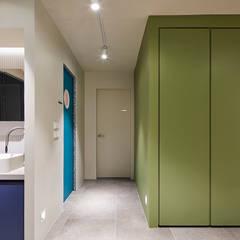 일산 마두동 강촌마을 아파트| Residence: 므나 디자인 스튜디오의  복도 & 현관,미니멀