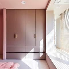 일산 마두동 강촌마을 아파트| Residence: 므나 디자인 스튜디오의  아이방,