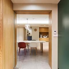 일산 마두동 강촌마을 아파트| Residence: 므나 디자인 스튜디오의  주방,