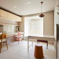 일산 마두동 강촌마을 아파트| Residence: 므나 디자인 스튜디오의  아이방,미니멀