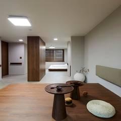 기흥구 D 아파트| Residence: 므나 디자인 스튜디오의  방,모던