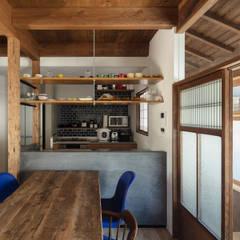 透き間の家: 山本嘉寛建築設計事務所 YYAAが手掛けた小さなキッチンです。,モダン コンクリート