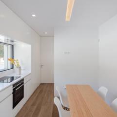 Casa Cidade da Maia por Raulino Silva Arquitecto Unip. Lda Minimalista