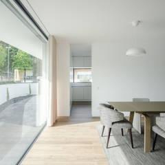 Casa Cidade da Maia Salas de jantar minimalistas por Raulino Silva Arquitecto Unip. Lda Minimalista