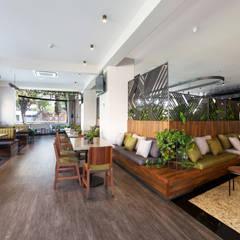 RIAZOR : Hoteles de estilo  por DUCO Laboratorio de Diseño, Moderno