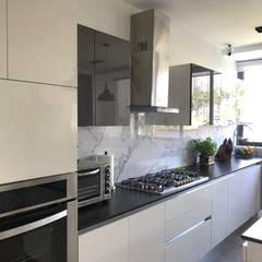 Cocinas de estilo  por Urbyarch Arquitectura / Diseño, Clásico