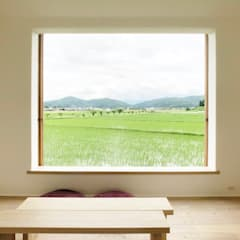 Wooden windows by Mimasis Design/ミメイシス デザイン,