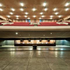 Event venues توسطMonolito Construcciones, مدرن