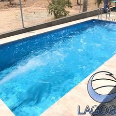 Piscina nado contracorriente: Piscinas de jardín de estilo  de LAGOONS, Clásico Cerámico