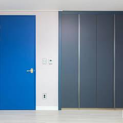 은평뉴타운 상림마을 푸르지오 아파트 41PY: 곤디자인 (GON Design)의  방,모던