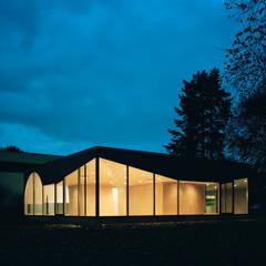 Restaurants de style  par AMUNT Architekten in Stuttgart und Aachen,