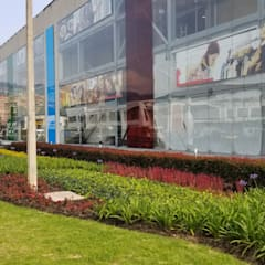 Centro Comercial Cedritos 151: Centros comerciales de estilo  por Folia - Arquitectura y Diseño del Paisaje,