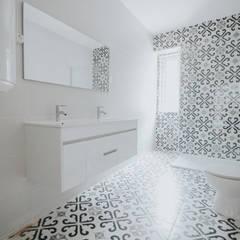 Reabilitação Residência de Estudantes Casas de banho modernas por Grupo Prummo Moderno