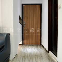 Corridor & hallway by SING萬寶隆空間設計,