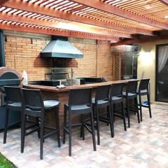 QUINCHO PEÑALOLEN: Terrazas  de estilo  por AOG, Moderno Ladrillos