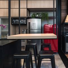 Dining room by Fernanda Patrão Arquitetura e Design, Industrial