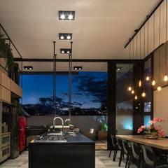 Terrace house by Fernanda Patrão Arquitetura e Design, Industrial
