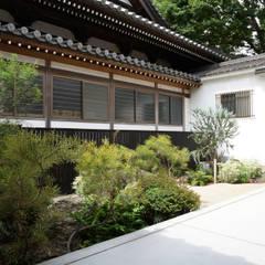 お寺の中庭: (有)ハートランドが手掛けたアプローチです。,和風 石