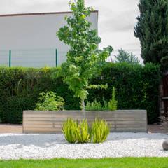Jardines con piedras de estilo  por Espacio Arquitectura de Paisaje , Ecléctico Madera Acabado en madera