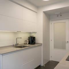 Kleine keuken door Suarco, Modern