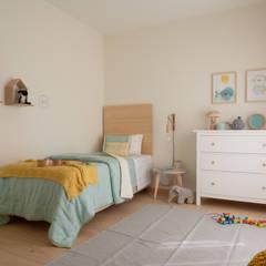 Moradia Odeceixe: Quartos de criança  por MUDA Home Design,Moderno