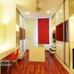 Kiara Residence Puchong:  Dressing room by ZYON STUDIO SDN BHD(fka zyon interior design sdn bhd), Modern