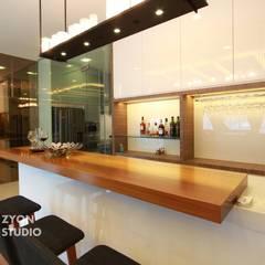 Kiara Residence Puchong:  Kitchen by ZYON STUDIO SDN BHD(fka zyon interior design sdn bhd),