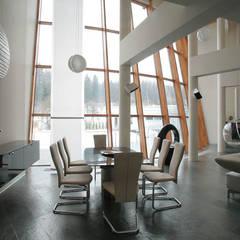 Современный загородный дом - Torus house: Столовые комнаты в . Автор – Роман Леонидов - Архитектурное бюро,