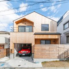 クラシックの家 ファサード一覧: クラシック一級建築士事務所が手掛けた木造住宅です。,モダン 木 木目調