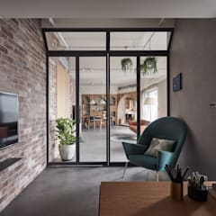 Scandinavian style windows & doors by CONCEPT北歐建築 Scandinavian