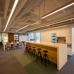 مكاتب ومحلات تنفيذ studio FOAM , حداثي