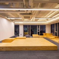 브랜드칸 E 사무실 인테리어 리모델링: studio FOAM의  사무실,
