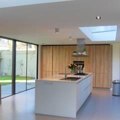 Monumentale villa renovatie:  Keuken door Studio Van Dijl Architecten, Klassiek