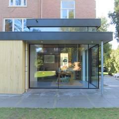 Monumentale villa renovatie:  Eetkamer door Studio Van Dijl Architecten,