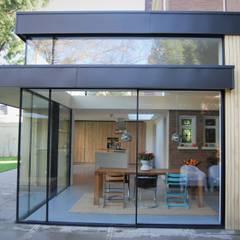 Monumentale villa renovatie:  Serre door Studio Van Dijl Architecten, Klassiek
