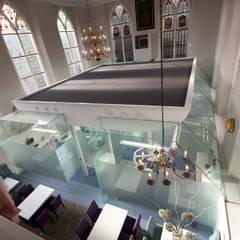 Kerk wordt tandartsenpraktijk Moderne gezondheidscentra van Studio Van Dijl Architecten Modern