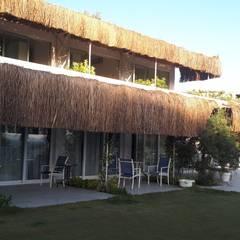 gülercan mimarlık müh inş turz ith ihr san ve tic. ltd şti – Oza Butik Hotel:  tarz Ön avlu, Akdeniz