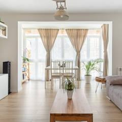 Ruang Keluarga oleh Arquigestiona Reformas S.L., Minimalis