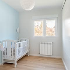Baby room by Arquigestiona Reformas S.L., Minimalist