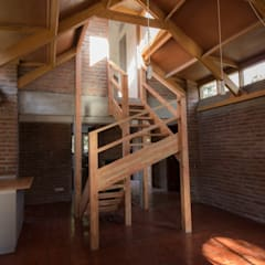 Stairs by arquitectura oficio spa, Rustic ٹھوس لکڑی Multicolored