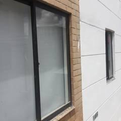 uPVC windows by FENIXARQ., Minimalist Aluminium/Zinc