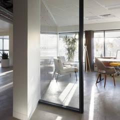 Carpinteria Modern Industrial Workspace:  Office buildings by KINGDOM, Industrial
